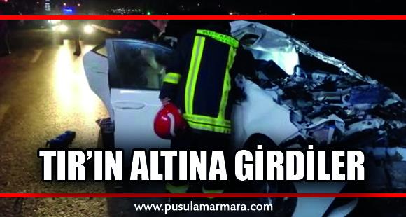 Tır'ın altına giren otomobildeki çift ağır yaralandı - 9 Eylül 2019 09:48